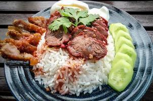 de riz au porc cru. photo