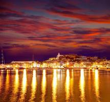Eivissa ibiza ville centre-ville au coucher du soleil dans les Baléares photo