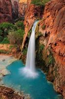 cascade havasu tombe dans le grand canyon, arizona, us photo