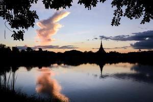 temple thaïlandais silhouette photo