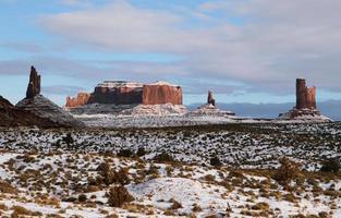 la majestueuse vallée des monuments en hiver photo
