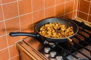 casserole sur la cuisinière photo