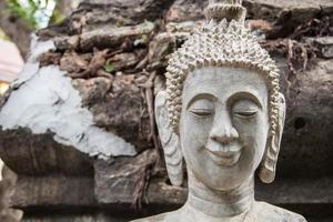 Bouchent la tête de Bouddha de style laos avec fond grunge