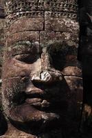 énorme visage au temple du bayon, angkor, cambodge photo
