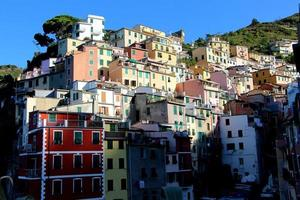 riomaggiore (cinque terre) - maisons colorées photo