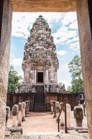 site historique de prasat sadok kok thom en thaïlande. photo