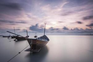 les bateaux vivant sur le cadre gauche photo