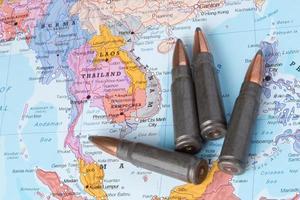 balles sur la carte de la thaïlande, du laos et du vietnam