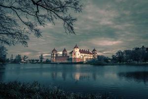 Complexe du château médiéval de mir en biélorussie photo