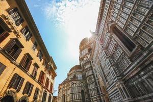 description: détail de la façade de la cathédrale duomo santa maria photo