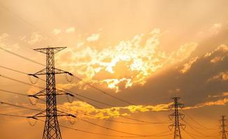 silhouette, de, haute tension, poteau électrique, structure