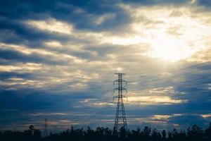 pylône électrique et ciel photo