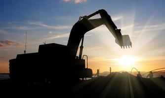 machine d'excavatrice faisant le terrassement photo