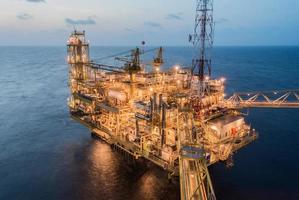 plate-forme de production de pétrole sur la mer