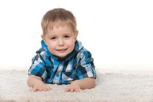 mignon garçon d'âge préscolaire photo