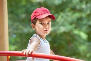 portrait d'un garçon de 3-4 ans photo