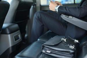 homme d'affaires dans la voiture photo