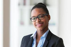 portrait, de, a, jeune, femme affaires afro-américaine photo