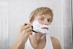 portrait, mi-adulte, rasage, salle bains photo