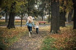 mère fille, dans, automne, parc photo