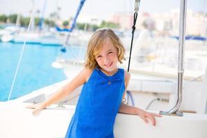 enfant, enfant, girl, dans, marina, bateau, sur, vacances été