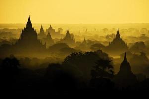 Bagan pagodes anciennes au myanmar. photo