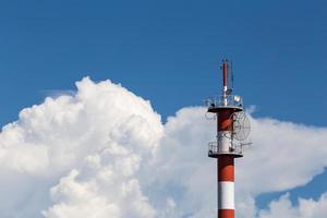 poteau avec beau nuage et ciel photo