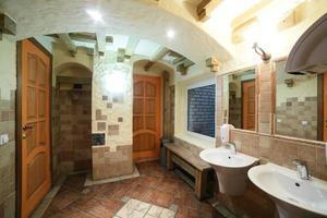 intérieur des toilettes modernes de style européen photo