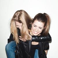 deux jeunes amies