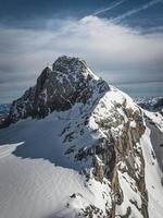 sommet de la montagne dans les alpes photo