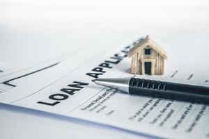 gros plan d'une demande de prêt immobilier photo