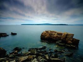 longue exposition d'une vue sur l'océan