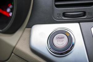 bouton d'allumage de voiture photo