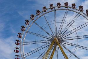 grande roue dans le ciel photo