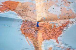 carte dépliée avec emplacement des broches photo
