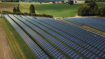 champ d'énergie solaire photo
