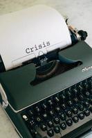 machine à écrire verte avec des mots photo