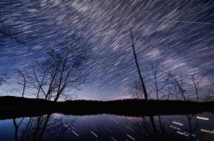 laps de temps du lac de roche dans la nuit