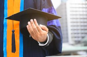 gros plan, de, diplômé, tenue, graduation, cap photo
