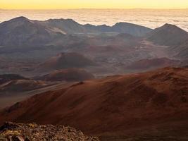 montagnes brunes et noires photo
