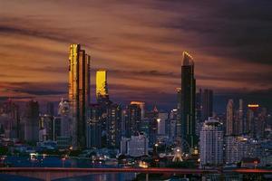 Skyline de Bangkok au coucher du soleil