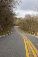 route en béton gris