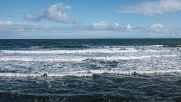vagues de l'océan bleu