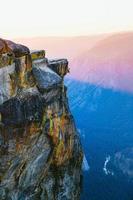 escalade taft point dans le parc national de yosemite. photo