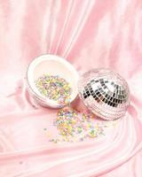 saupoudre dans une boule disco