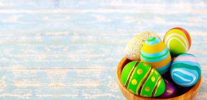 oeufs de pâques colorés photo