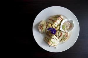 club sandwich sur assiette photo