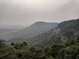 vue aérienne des montagnes