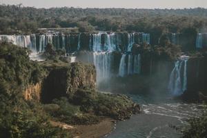 vue panoramique sur la cascade pendant la journée photo
