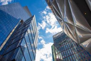 bâtiments en panneaux de verre